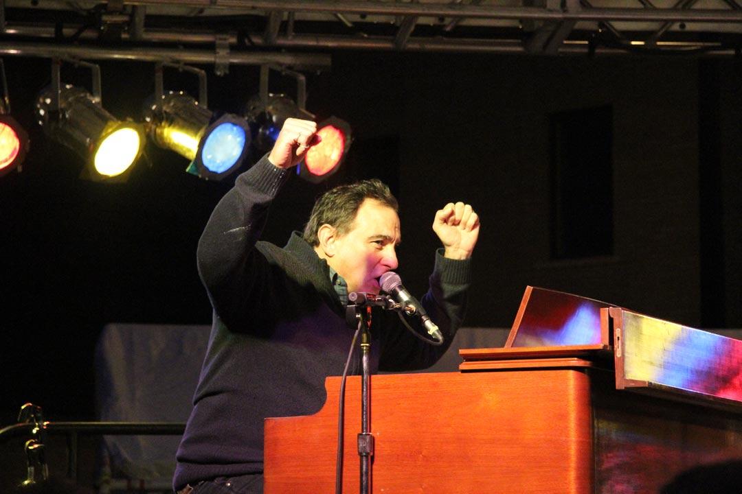 Tony Monaco performing